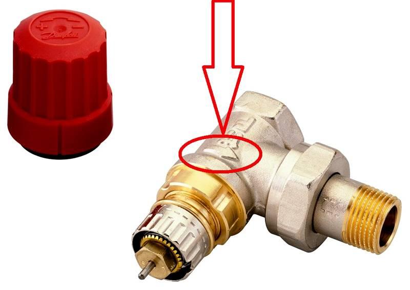 Клапан монтируют с учетом нормального направления потока теплоносителя, которое указано стрелкой на корпусе. Его можно устанавливать до и после радиатора отопления