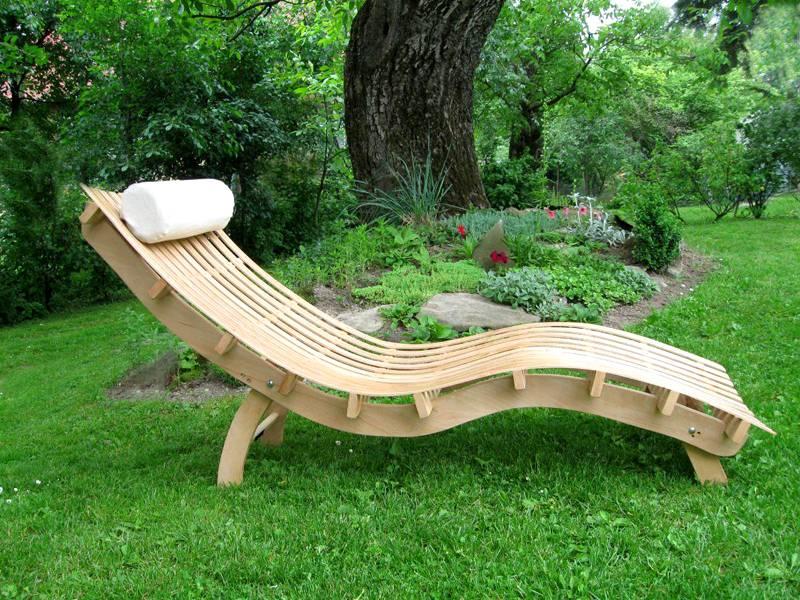 Такая мебель отлично подойдет для садового участка