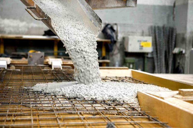 Зимой строительство возможно, если используется спецдобавка в связующем клее