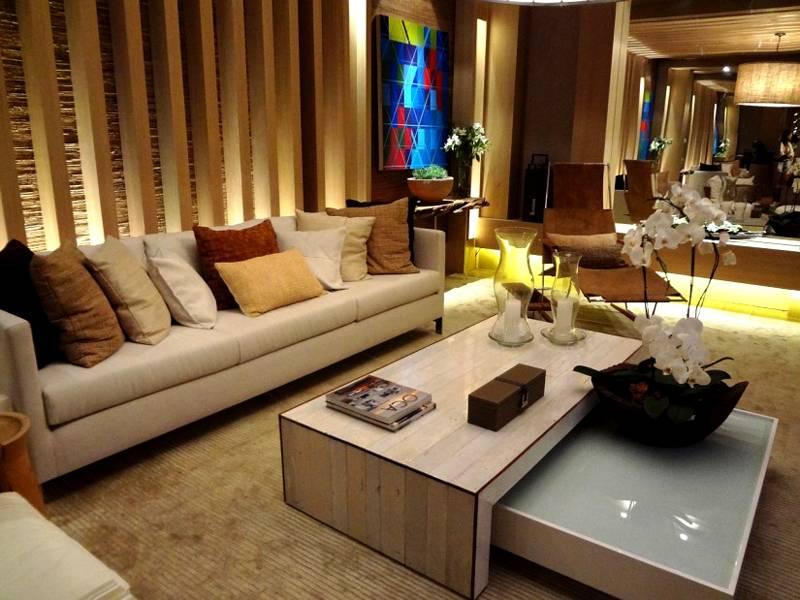 Гармоничное сочетание практичности и красоты, деревянных и стеклянных поверхностей