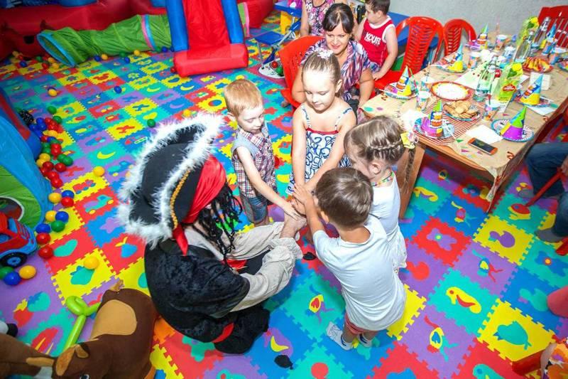 Потребительские параметры мягкого пола для детских комнат сохраняются в течение длительного срока при интенсивной эксплуатации