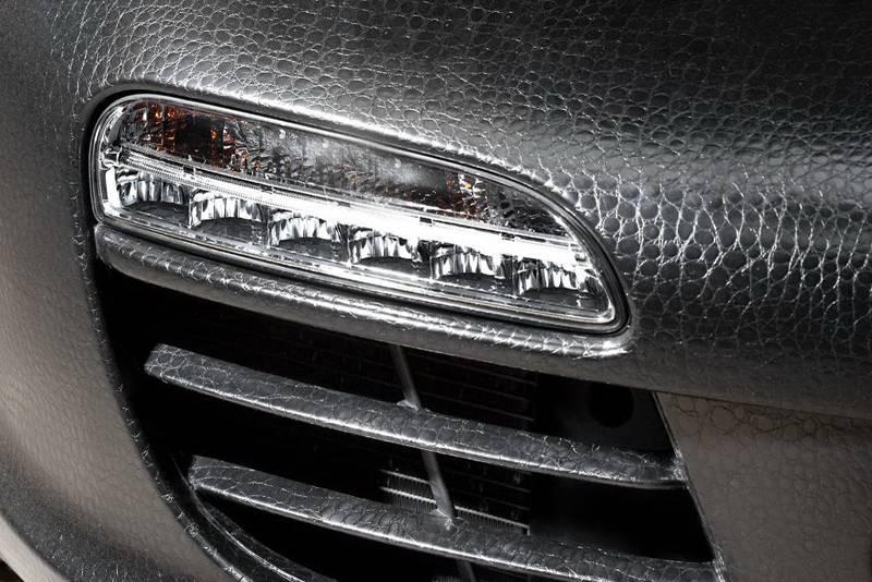 Виниловые пленки используют для внутренней и внешней отделки автомобилей