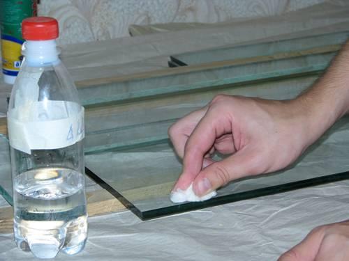 Чем склеить стекло со стеклом в домашних условиях