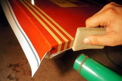 Самоклеящаяся пленка для мебели: выбор, нанесение, нюансы