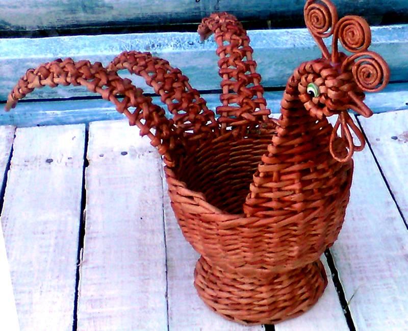 Необычные плетения из газетных трубочек