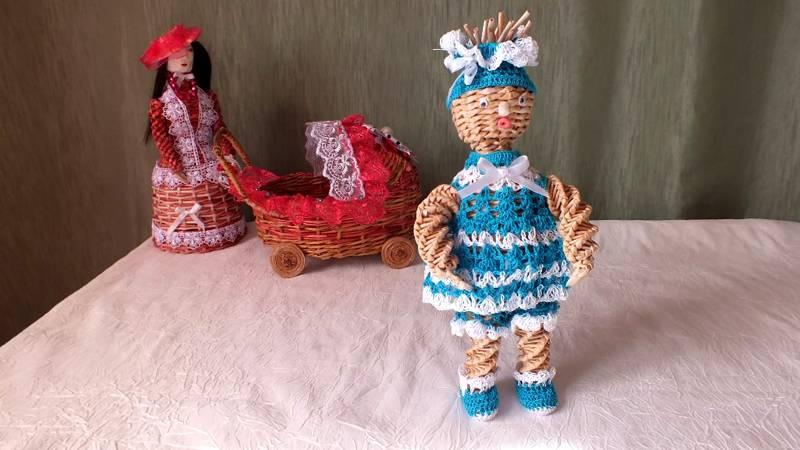 Здесь для создания сложных фигурок применены разные технологии плетения