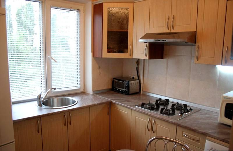 Реальное фото ремонта кухни в хрущевке демонстрирует преимущества профессионального дизайна