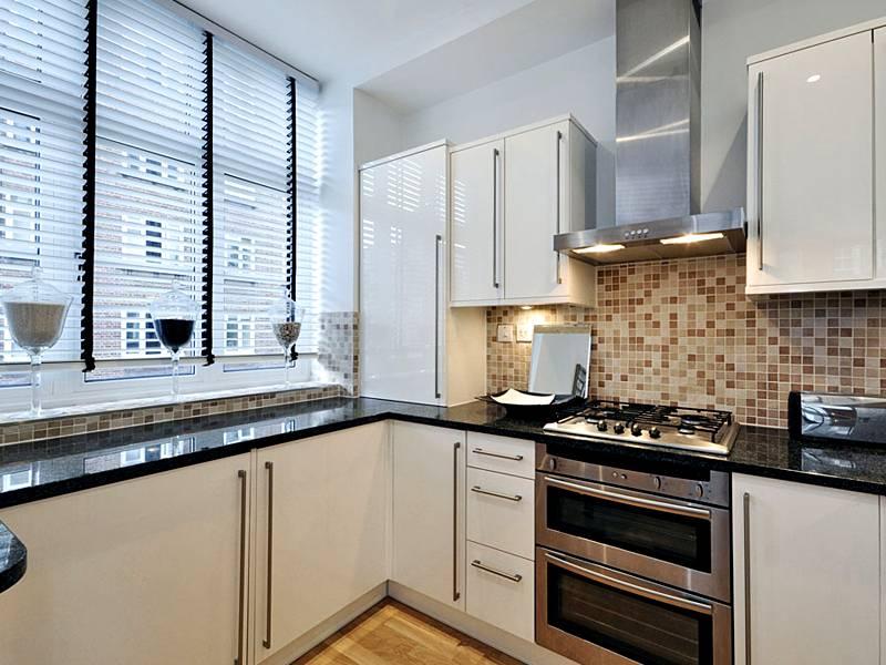 Фото интерьера кухни 9 кв. метров, современный дизайн