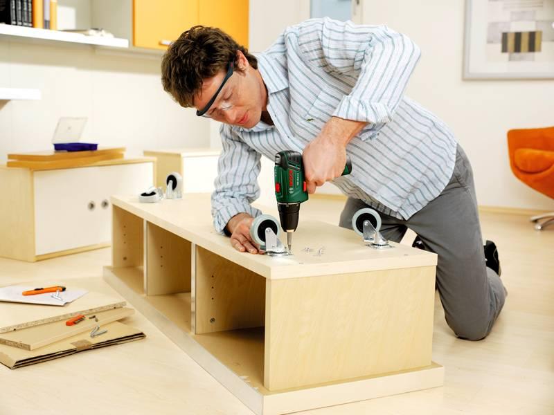 Можно значительно сэкономить, если собрать и установить мебель своими руками