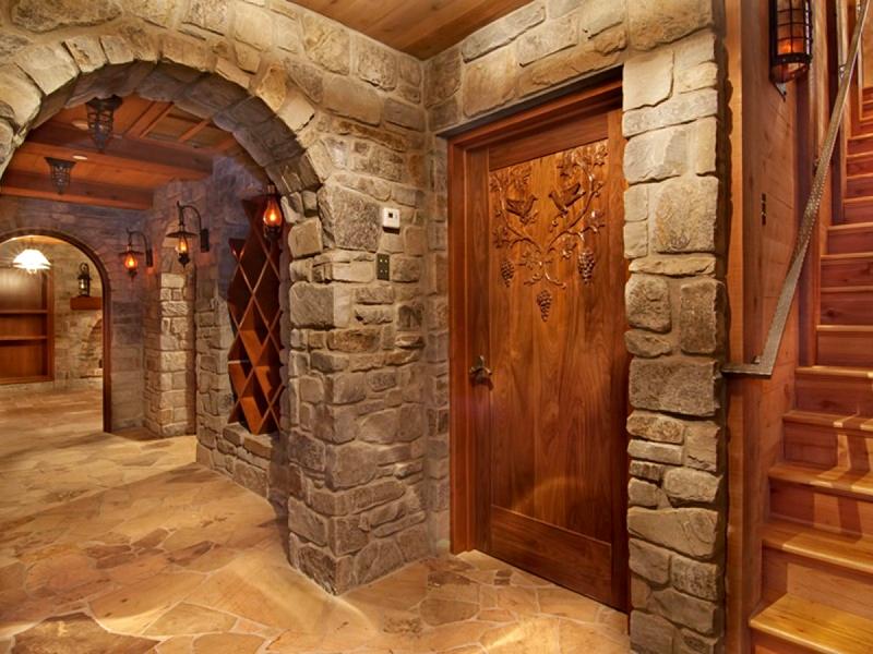 Последний вариант колоритно смотрится в арочных проходах, оформленных натуральным камнем