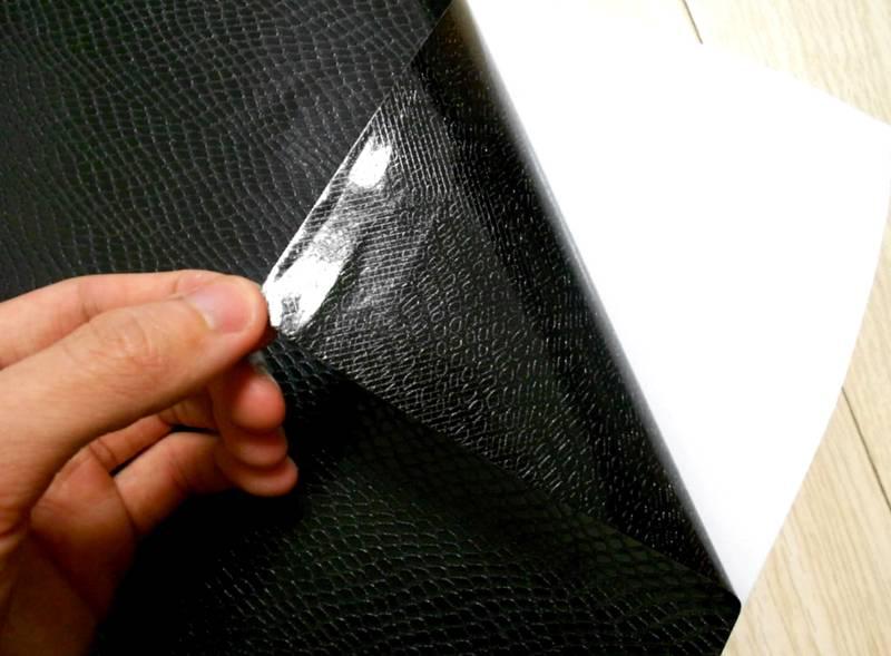 Эта пленка искусно имитирует натуральную кожу