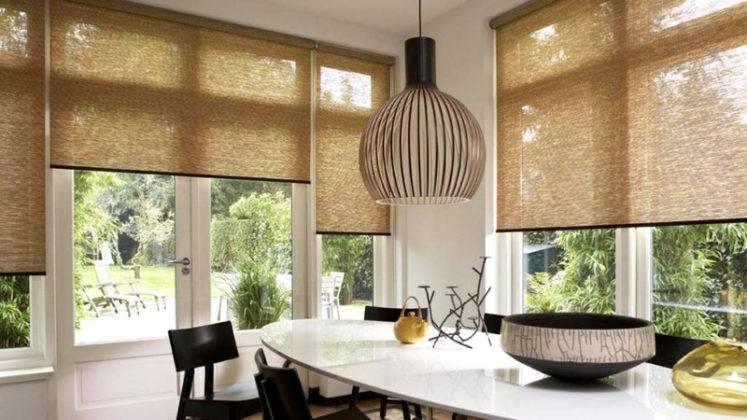 В угловых помещениях эти изделия обеспечат защиту от солнечных лучей. Пригодится возможность оперативной регулировки уровня в каждом оконном проеме