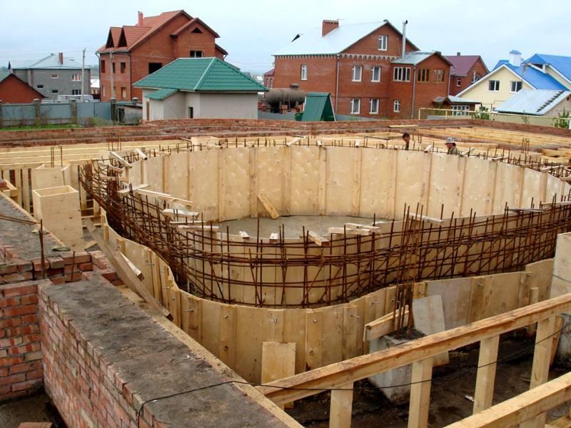 Использование фанерного материала для строительства опалубки