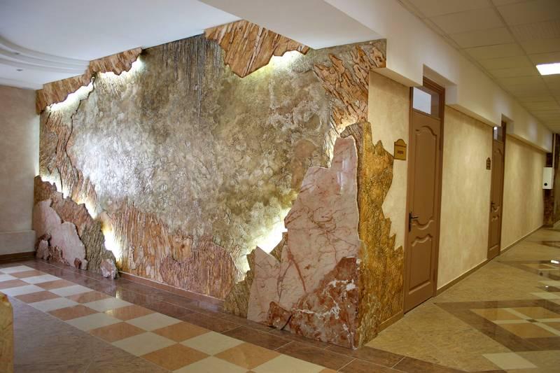 С помощью декоративных составов изготавливают искусную имитацию натурального камня