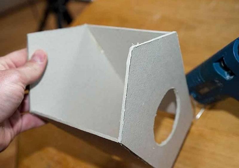Применение плотного строительного картона продлит долговечность изделия