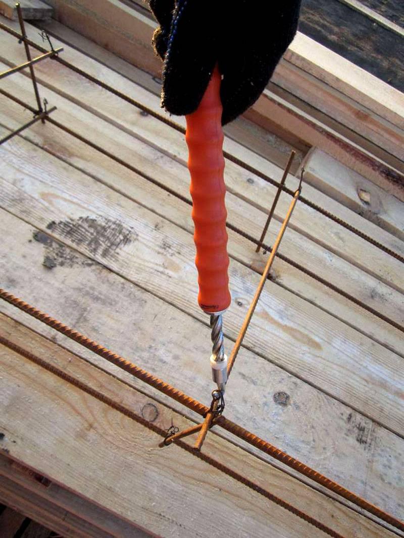 В строительном магазинеможно приобрести специальное приспособление для упрощения рабочих процедур