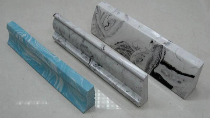 Акриловые плинтусы для ванной можно использовать вместо мрамора (керамики)