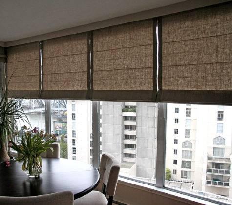Римские шторы на балконепригодятся для рационального использования свободного пространства