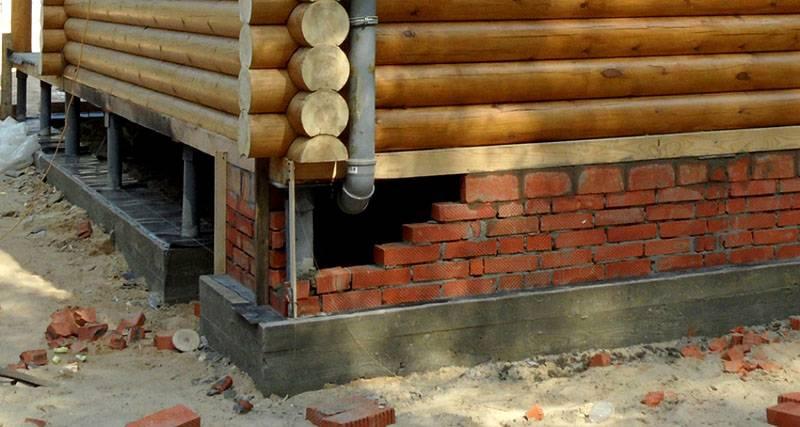 Если построить кирпичную стенку, облицовку можно сделать из штукатурки