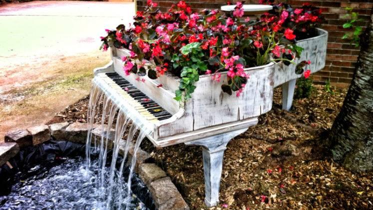 Красивый и функциональный «рояль в кустах»