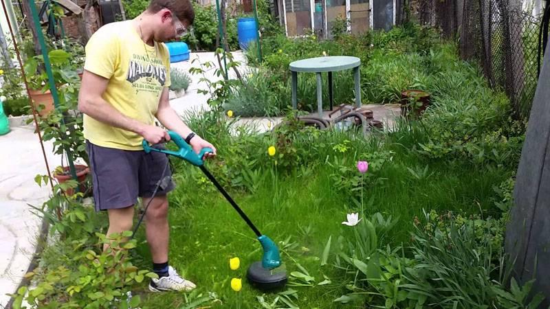 С применением компактной электрокосы BOSCH ART 23 SL не сложно обрабатывать газоны и клумбы аккуратно, без повреждения цветов и кустарников