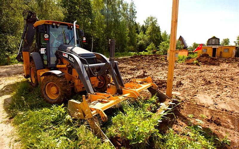Для планировки крупных земельных участков придется заказать строительную технику