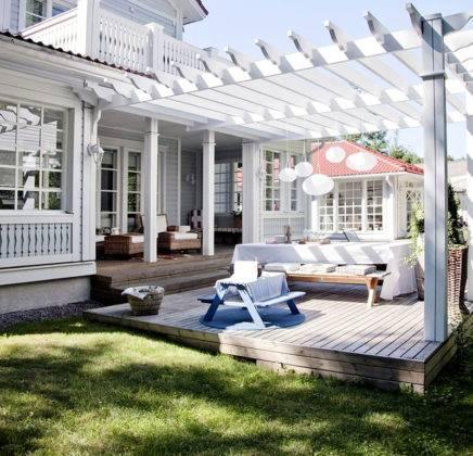 С применением красивых навесов во дворе расширяют жилое пространство в летний период