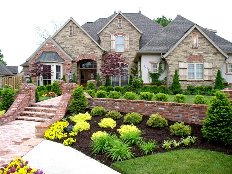 Ландшафт частного дома выглядит гармонично, если окружение и основное строение созданы в едином стиле