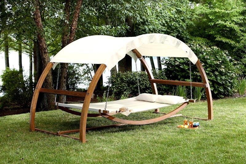 Навес или крыша предохранят конструкцию от дождя
