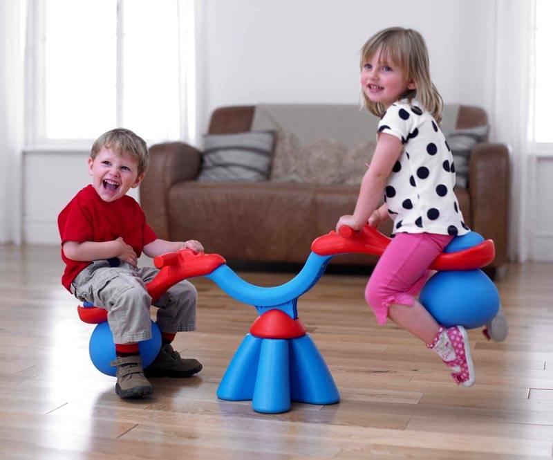 Такие легкие напольные аттракционы для малышей можно поставить не только в саду, но и на веранде, и в комнате