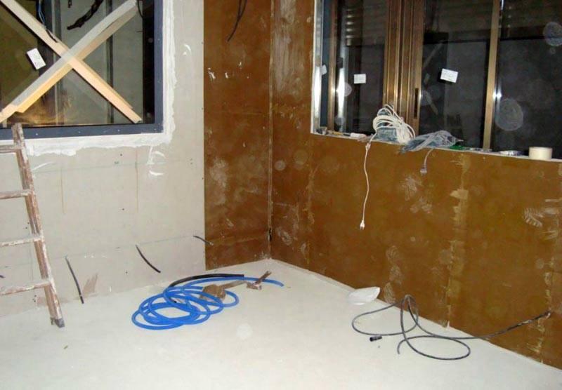 Монтаж материала на поверхности стен