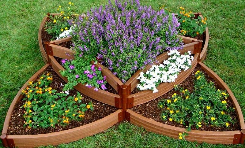 Декоративный многоярусный цветник – украшение любой усадьбы
