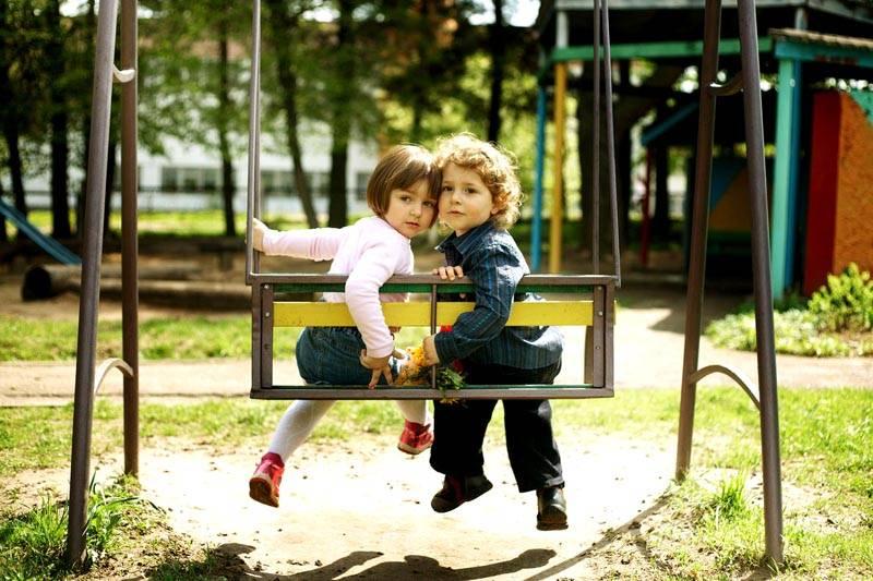 Двойные качели – отличный выбор для семьи, в которой несколько малышей. Двухместные варианты подойдут не только для детей младшего возраста, но и для ребят постарше