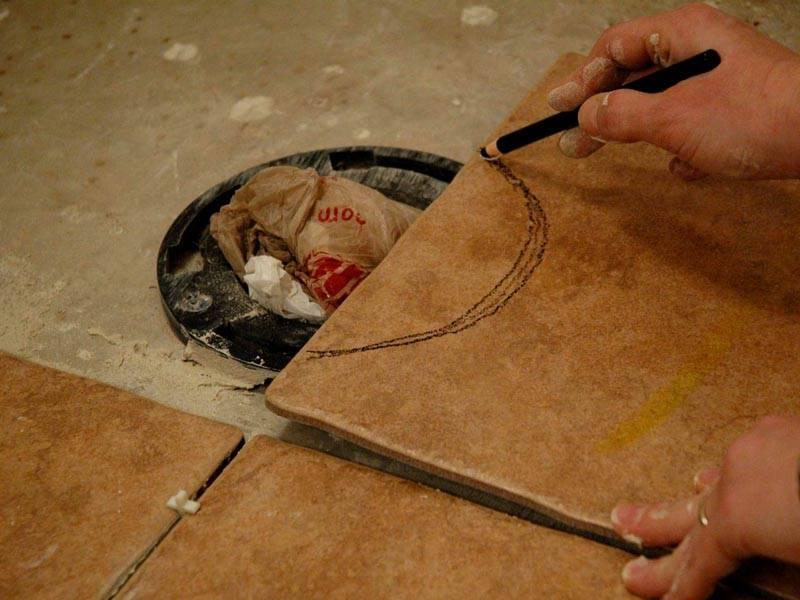 Укладка плитки вокруг унитаза