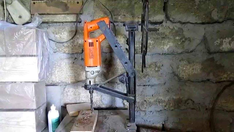 Сверлильный станок из подручных инструментов