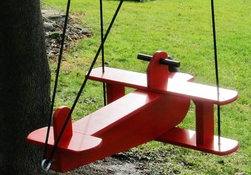 Качели самолет – оригинальное решение детского сидения