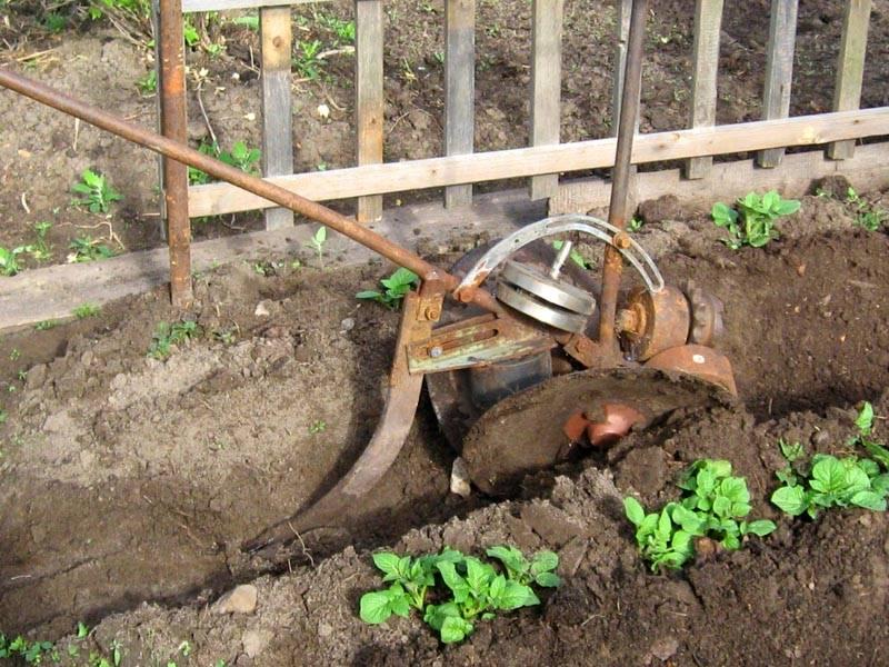 Самодельный окучник для огорода