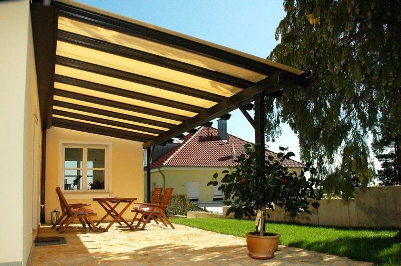 Кроме того, крытое пространство перед домом позволит хранить необходимые для хозяйства вещи или использовать навес для отдыха вместо беседки