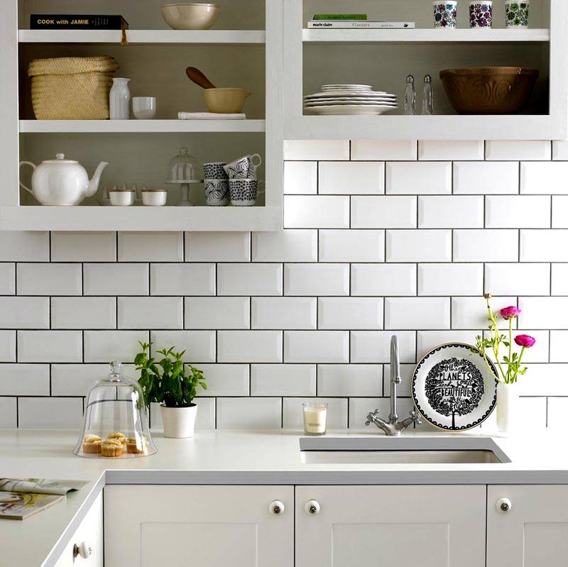Фартук из белого клинкера на кухне