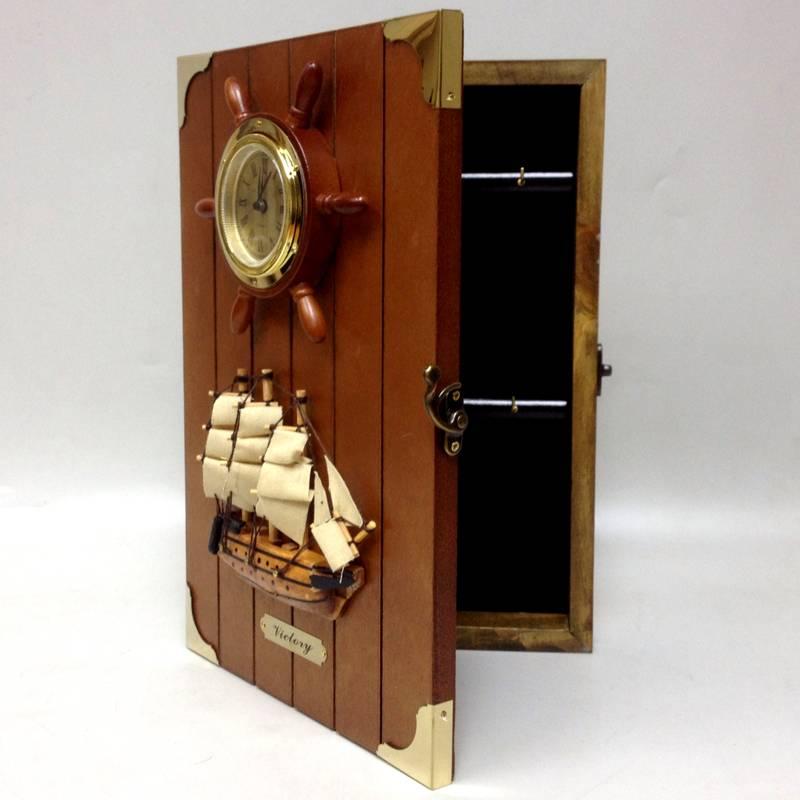 Ключница с часами для интерьера в морском стиле