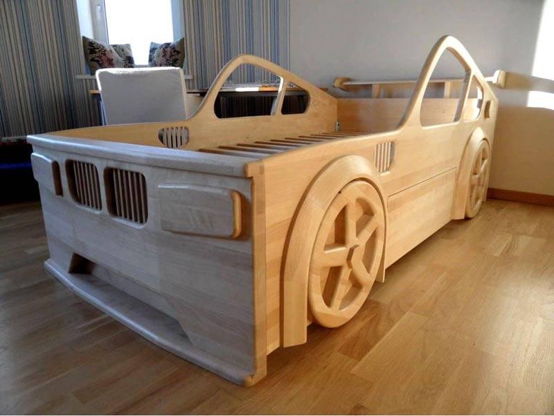 При производстве детской мебели из дерева своими руками главное – помнить о безопасности. Никаких острых углов быть не должно!