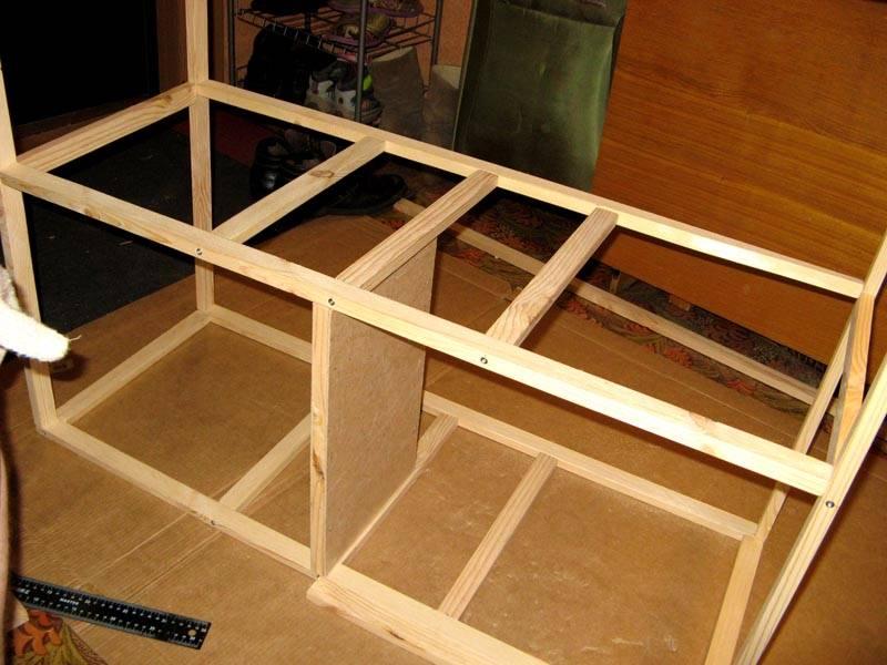 Изготовление мебели своими руками начинается со сбора опорной конструкции