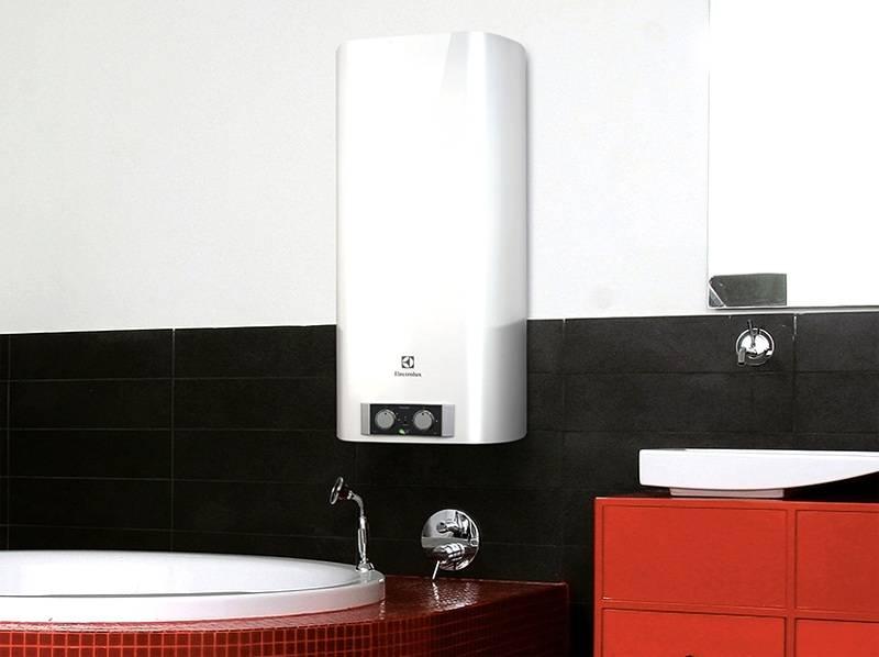 Бойлер Electrolux, установленный в ванной комнате