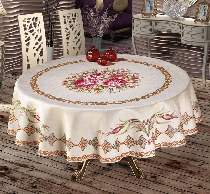 Круглый стол просто создан для красивой скатерти. На нем будут великолепно смотреться экземпляры с кружевами и вышивкой