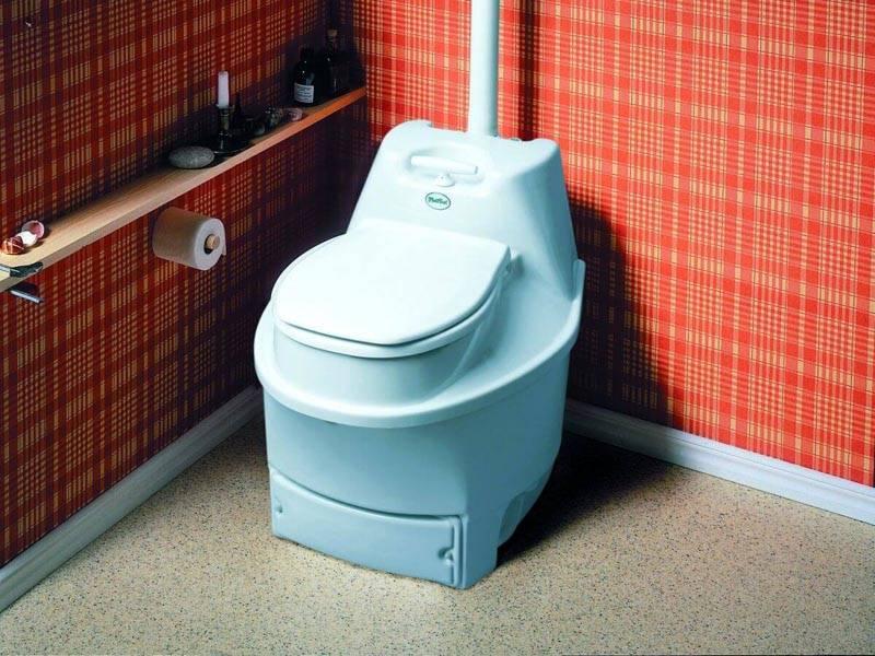 Пользование электротуалетом не предполагает применение химических препаратов или торфа