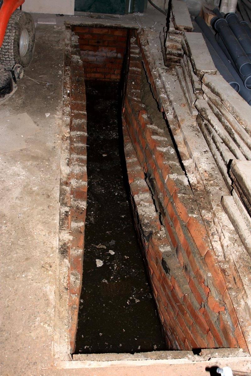 Вот что может произойти со стенами смотровой ямы из-за сырости