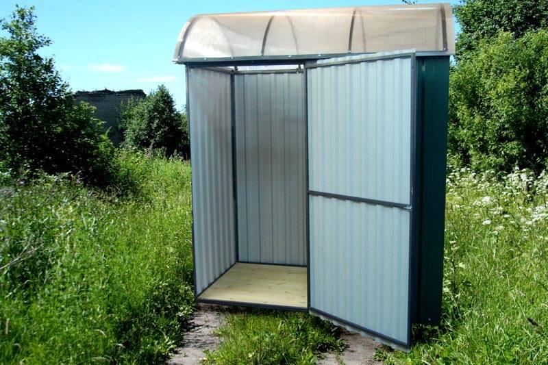 Туалет из профнастила – быстро и недорого