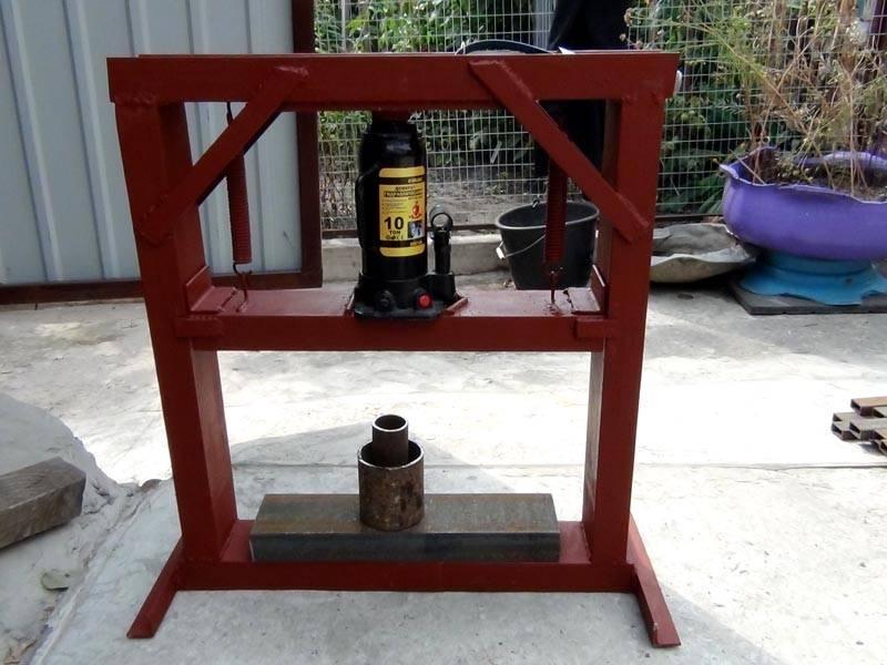 Самодельная установка применяется для работы в гараже и мастерской