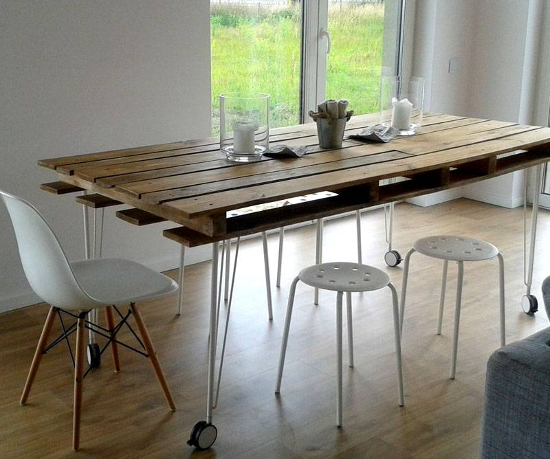 Небольшие компактные столы можно изготовить и собственноручно