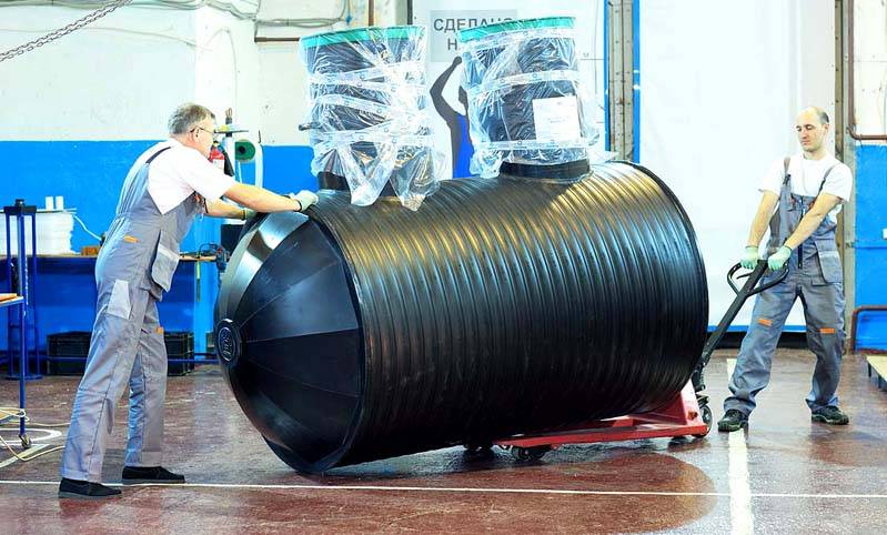 Даже крупный септик Аква Био весит не слишком много. Его не сложно перемещать и монтировать